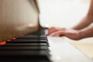 student taking piano lessons in Tampa