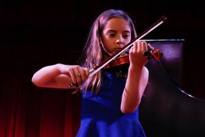 student taking violin lessons in Tampa