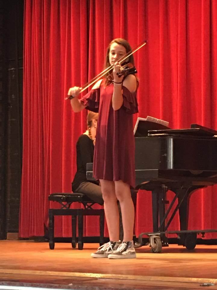 teenage girl taking violin lessons in Tampa